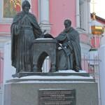 Памятник братьям-просветителям Иоанникию и Софронию Лихудам